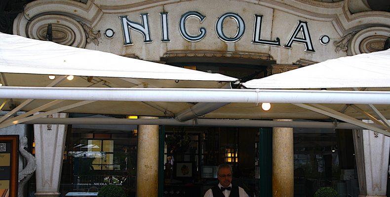 Cafe Nicola met ober