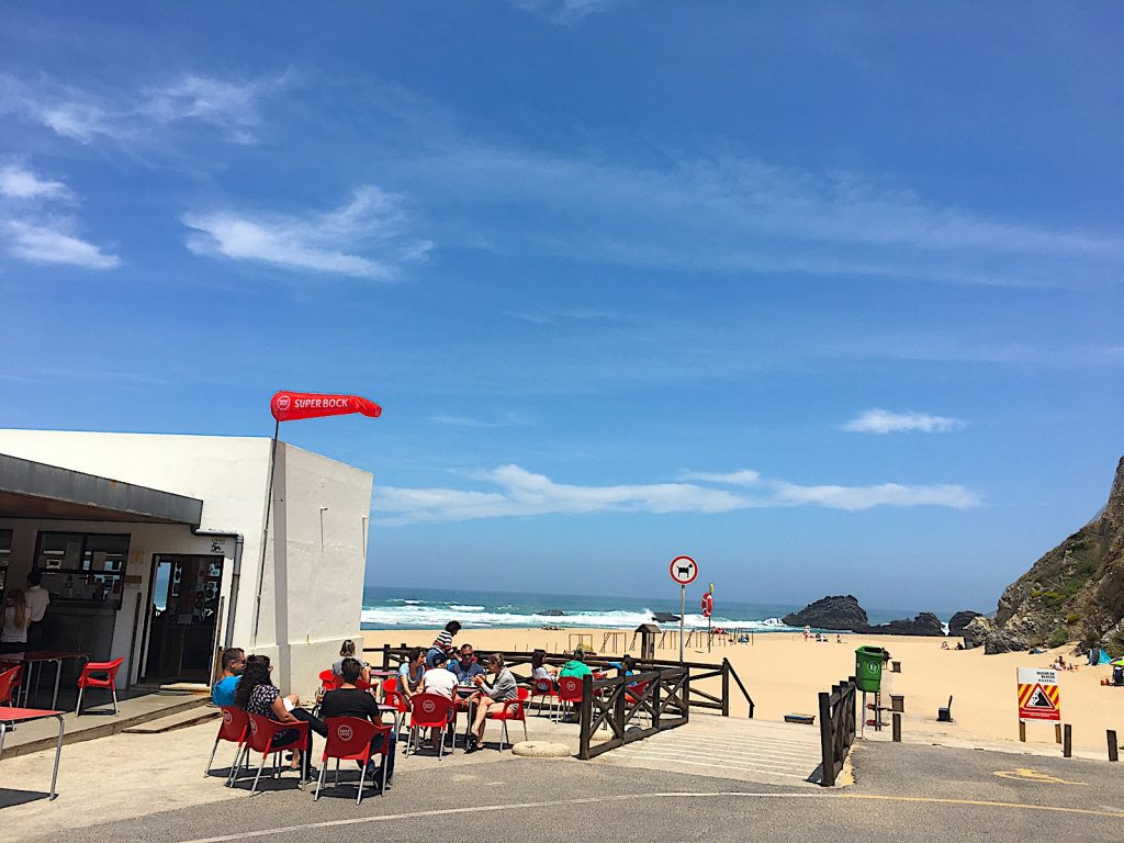 Praia da Adrage bar