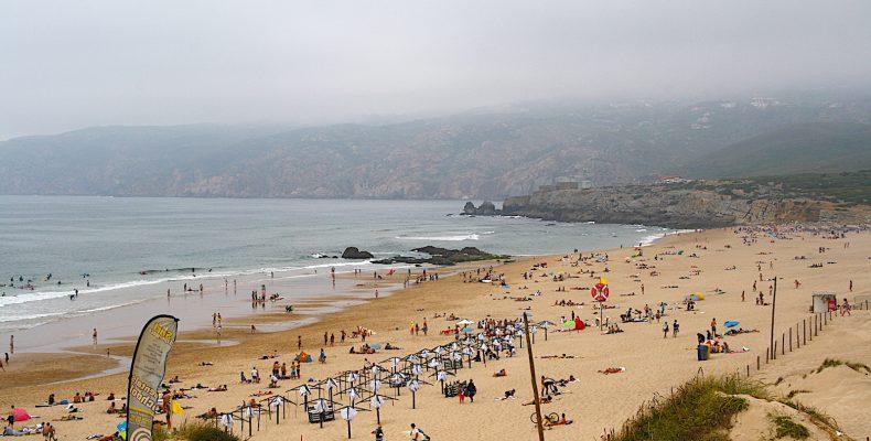 PraiadoGuincho mensen op het strand