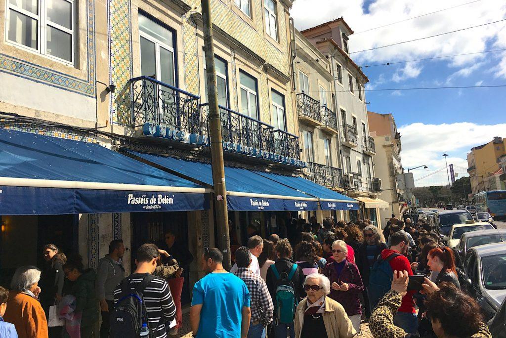 In de rij voor Pastéis de Belém