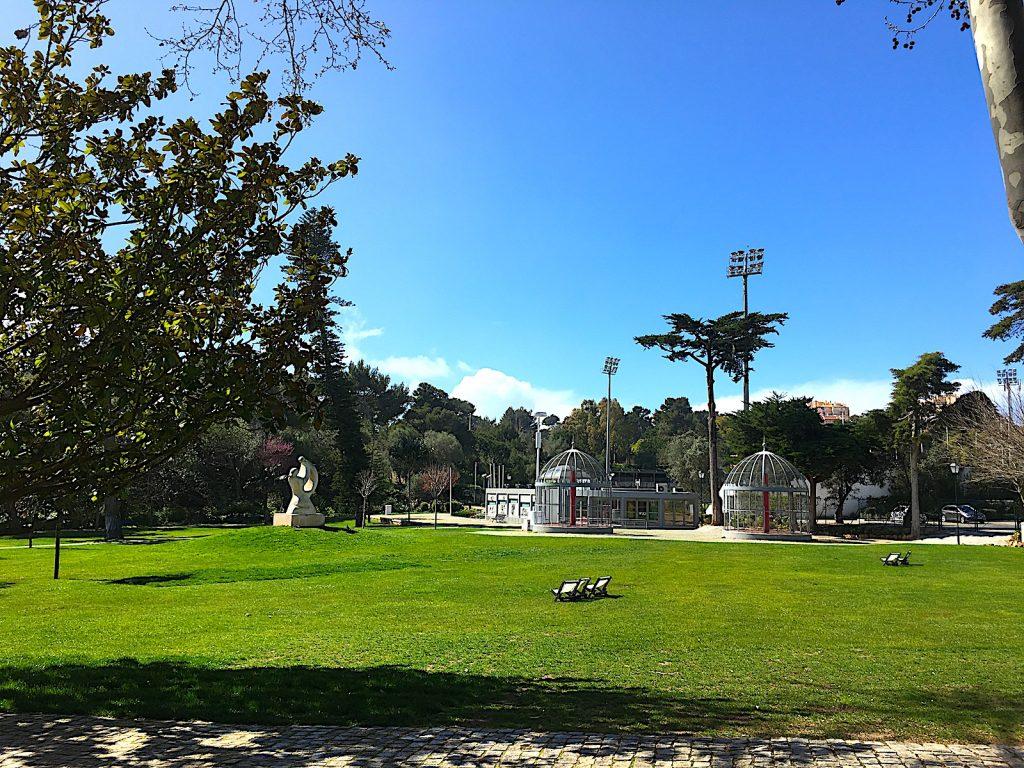 Parque Marechal Carmona - zonneweiden en wc gebouw