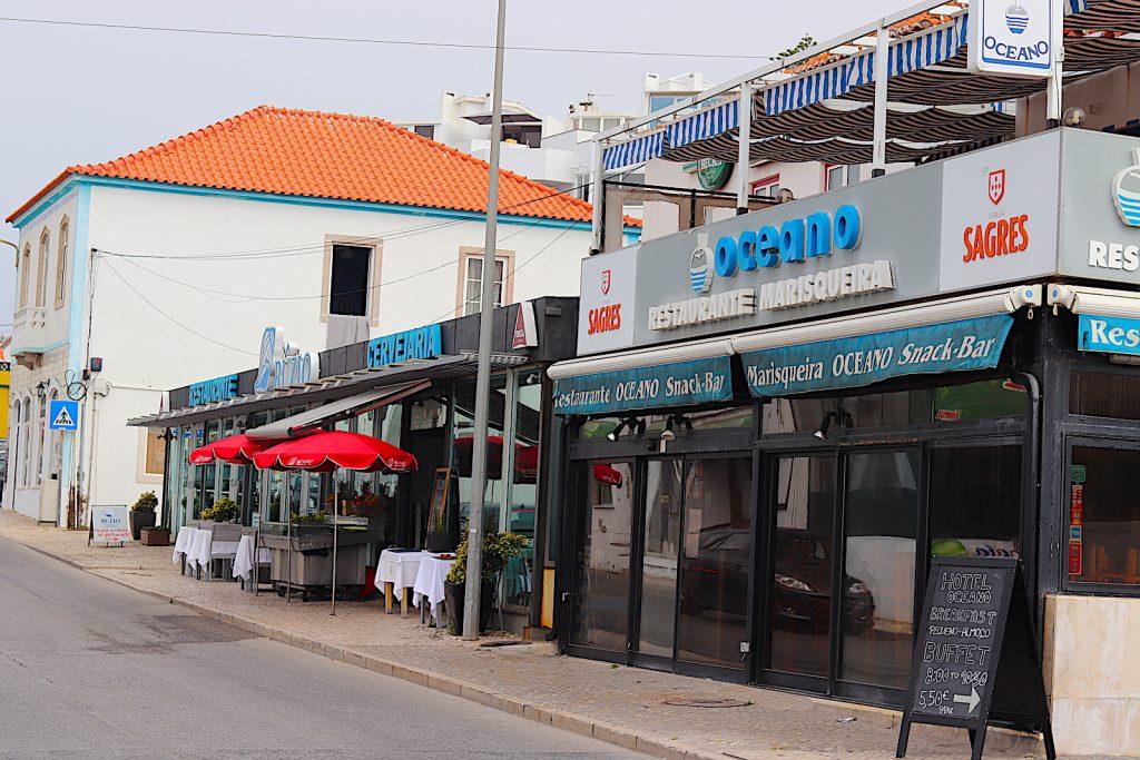 Praia das macas - restaurants