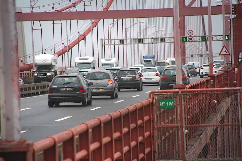 Ponte 25abril op de rijbaan