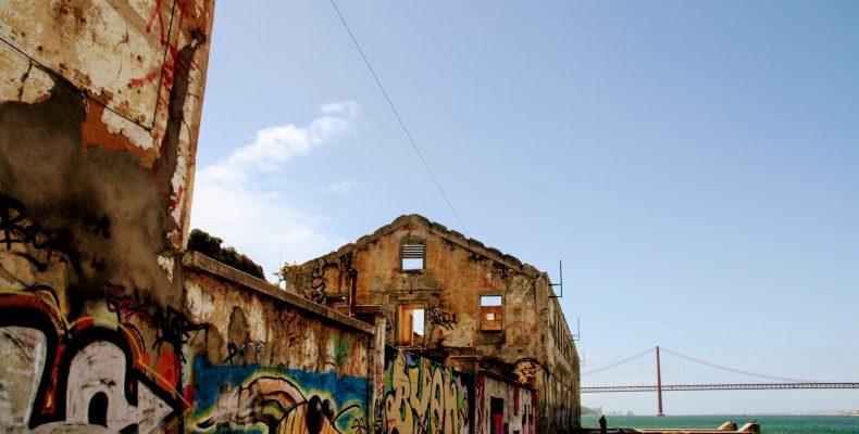 Graffiti en street art onderweg naar Restaurante Ponto Final