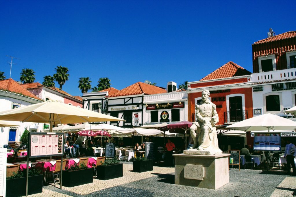 Restaurants bij Largo Luís de Camões in Cascais