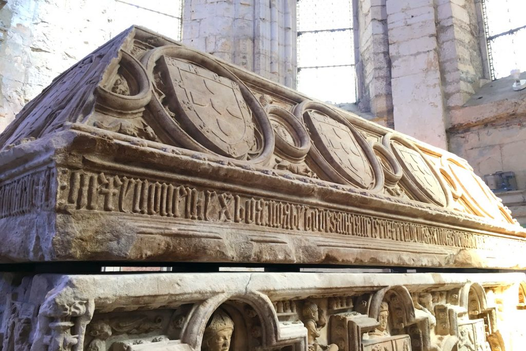 Sarcofaag in Convento Carmo, Lissabon