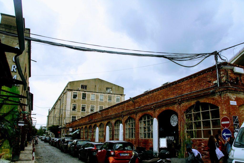 Industriele uitstraling van LX Factory in Lissabon