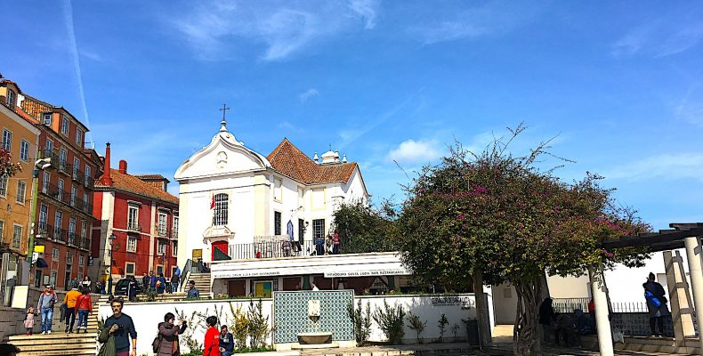 Miradouro Santa Luzia - kerk en zwembad