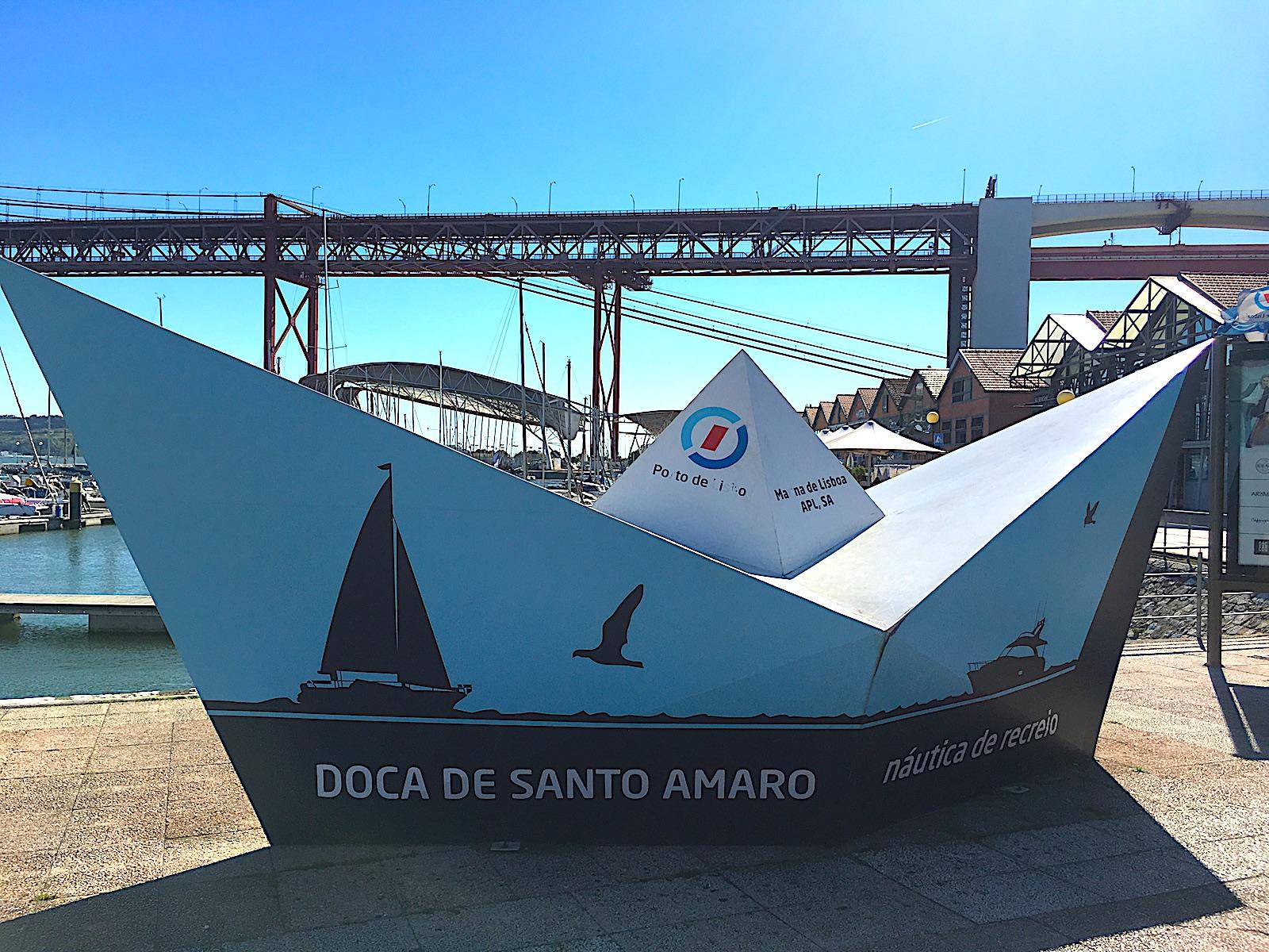 Docadesantoamoro boot bij ingang