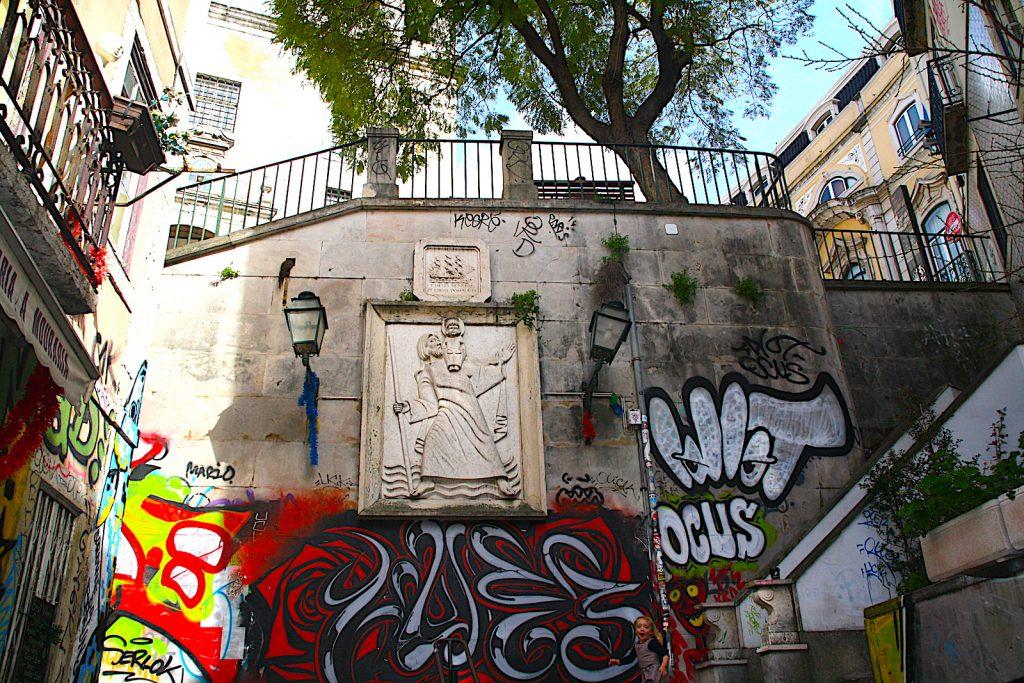 Escadinhas de São Cristóvão graffiti