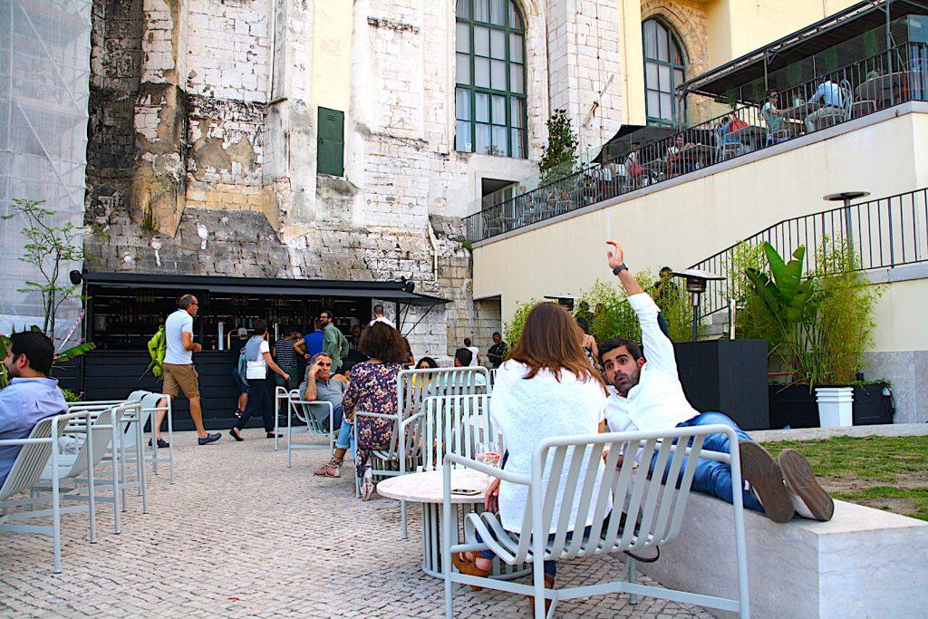 Topo Chiado bar en Carmo