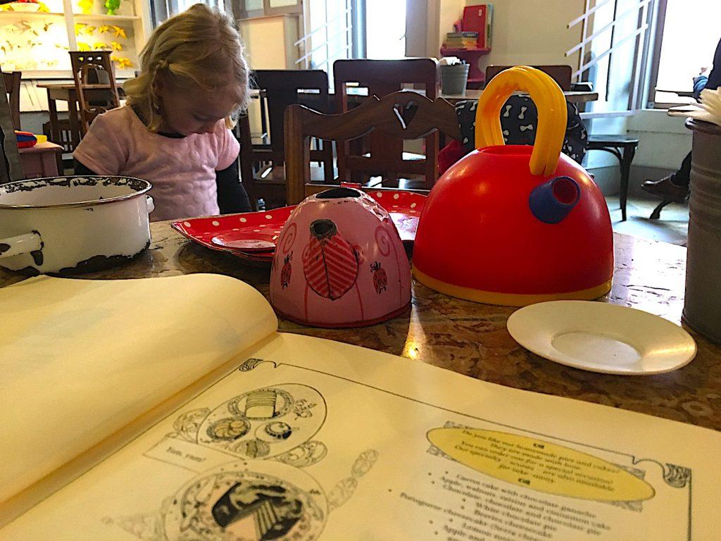Cafe Saudade spelen voor kinderen