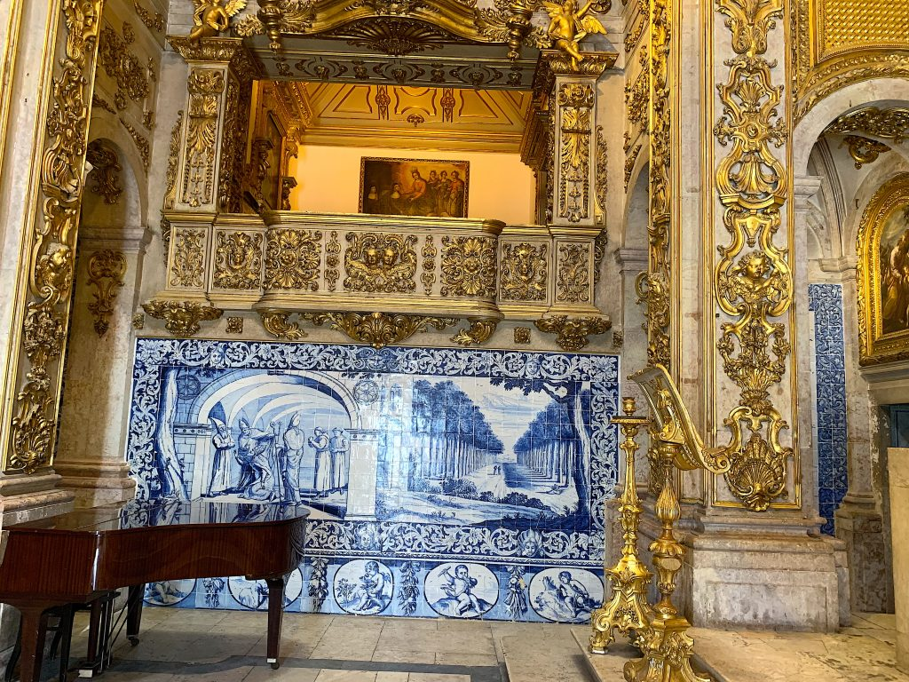 Museu Nacional do Azulejo piano in kerk